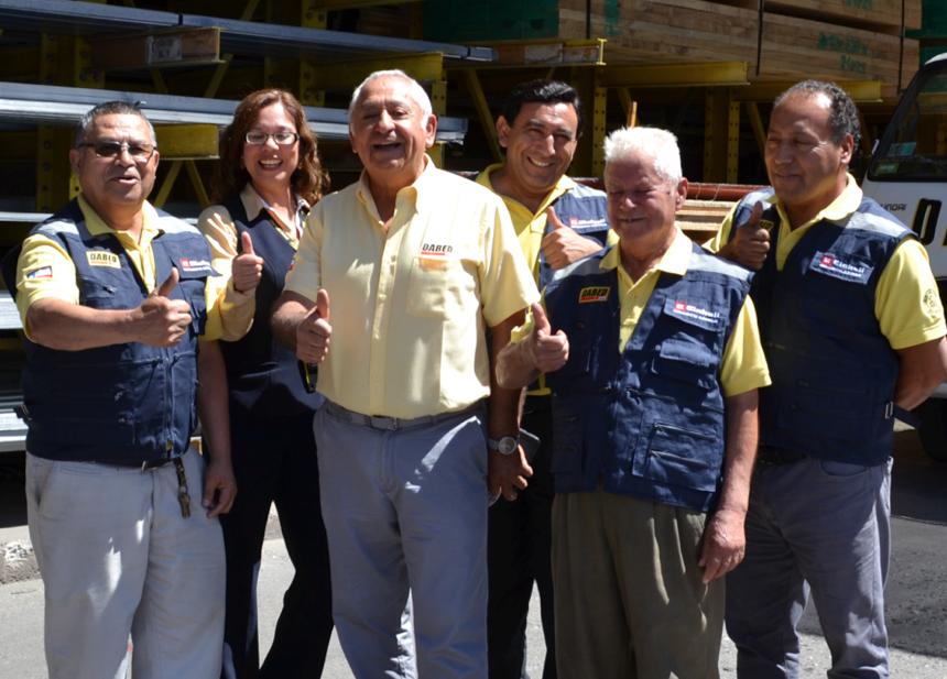 Roberto Dabed Alamo Gerente General junto a su equipo.